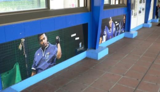 ハマスタ最寄り、関内駅は青一色!